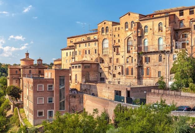 イタリア、フィレンツェの古い中世の典型的な住宅