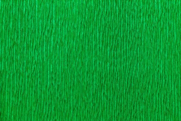 Текстурный ярко-зеленый фон из волнистой гофрированной бумаги