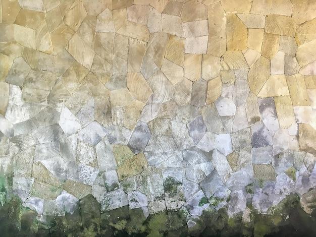 壁に石のタイル