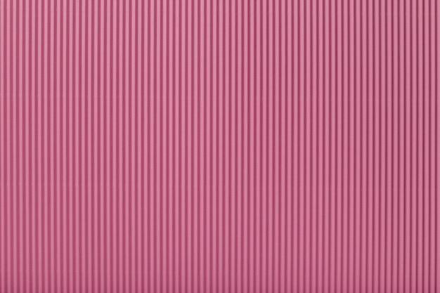 Текстура гофрированной светло-розовой бумаги