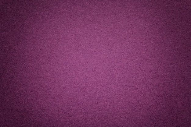 古い紫色の紙の背景、クローズアップのテクスチャ。高密度段ボールの構造。