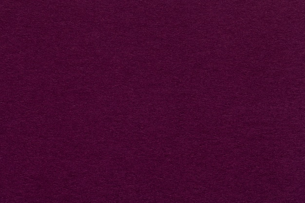 古い暗い紫色の紙のクローズアップのテクスチャ。マゼンタの背景
