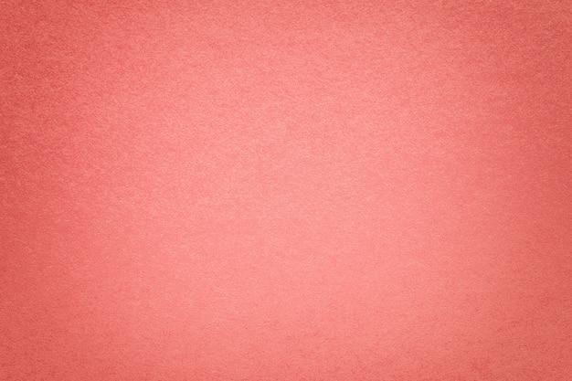 古い濃いピンクの紙の背景のテクスチャ