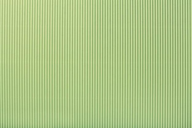 Текстура гофрированной светло-зеленой бумаги, макро,
