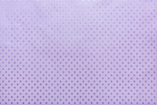星のパターンを持つ紫色の金属箔紙
