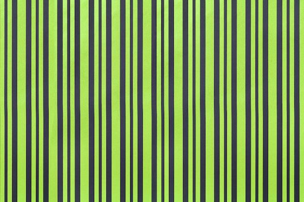 縞模様の紙の折り返しからダークグリーンと黒の背景