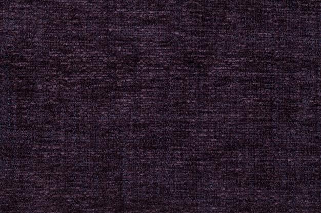 柔らかい、フリースの布の暗い紫色の背景。繊維のクローズアップのテクスチャ