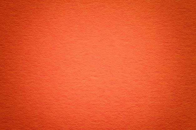 古い赤い紙の背景、クローズアップのテクスチャ。高密度段ボールの構造。