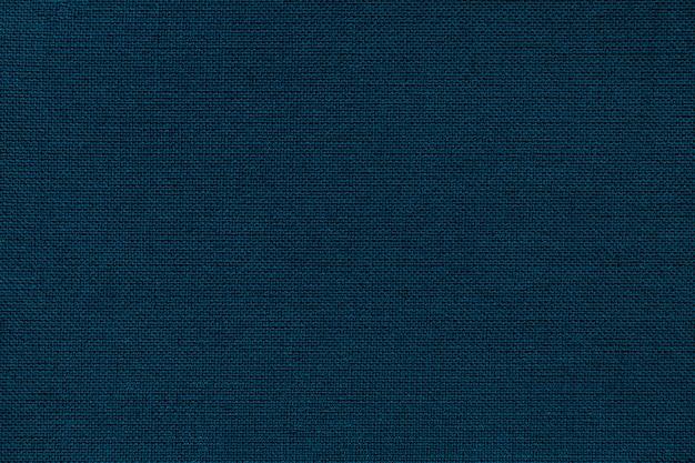 枝編み細工品パターンを持つ繊維材料からネイビーブルーの背景