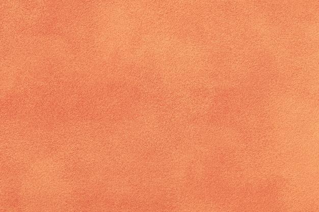 Коралловая матовая замшевая ткань. бархатная текстура фон
