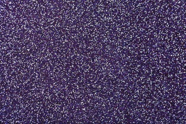濃い紫色の輝く小さなスパンコール、クローズアップ。華麗な背景。