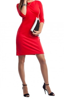 赤いドレスを着た女性の美しいスリムなボディ。