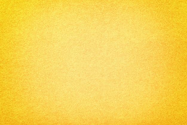 明るい黄色のマットスエード生地のクローズアップ。フェルトのベルベットの質感。