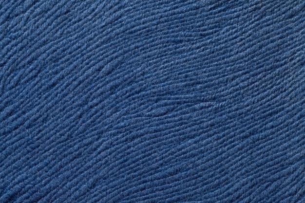 柔らかい繊維材料からの暗い青色の背景。自然な風合いの生地。