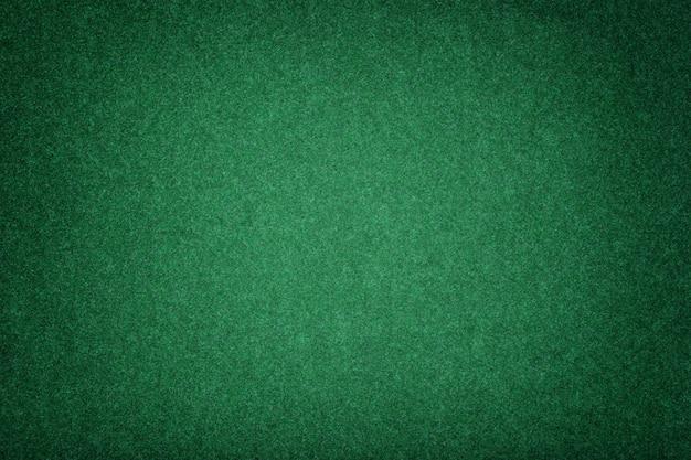 ダークグリーンマットスエード生地のクローズアップ。フェルトのベルベットの質感。