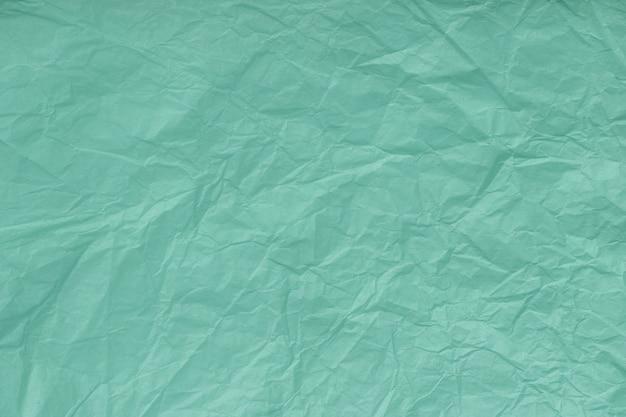 しわくちゃのターコイズ、包装紙、クローズアップのテクスチャ。緑の古い