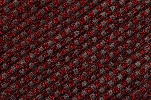 市松模様の織物から濃い赤の背景
