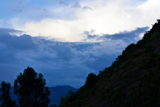 美しい夕焼け雲、劇的な冷却します
