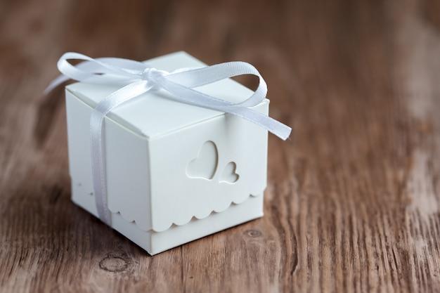 小さな結婚式のギフトボックス。