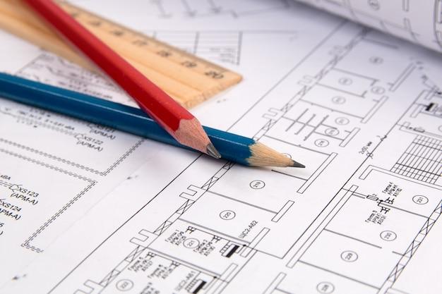 エンジニアリングハウスの図面、パンシル、設計図。