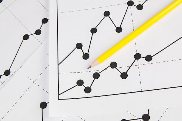ビジネス描画チャートグラフィックスとパンシル