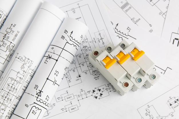 Печатные чертежи электрических цепей и электрических выключателей