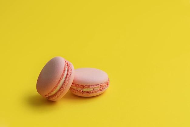 ピンクのマカロン。甘いマカロン
