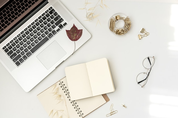 Плоское рабочее место блоггера