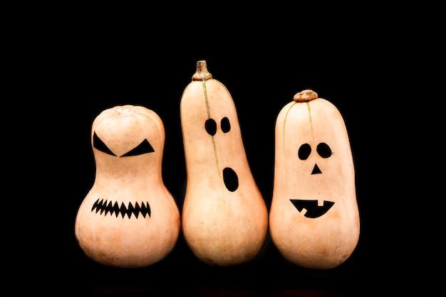 Смешное страшное лицо тыквы на хэллоуин