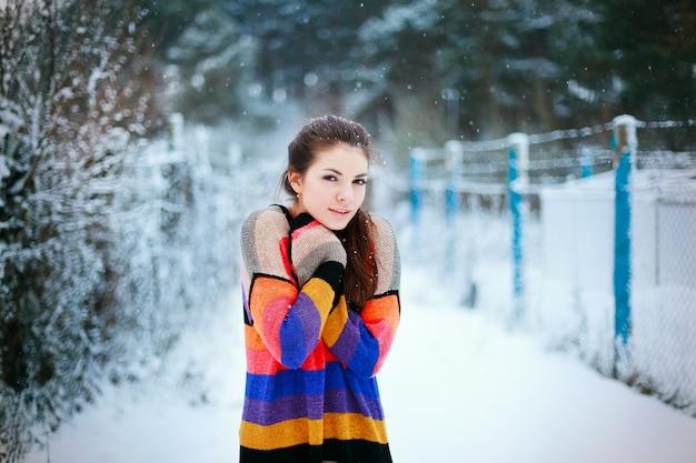 寒さで若い女性