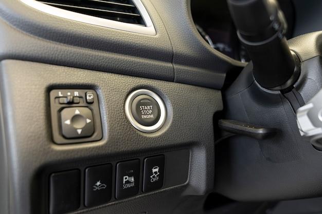 車内のスタートストップエンジンボタン