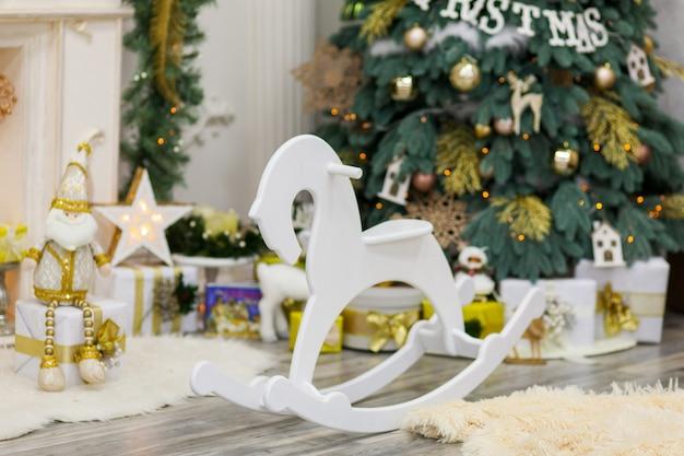 Рождественский и новогодний интерьер гостиной