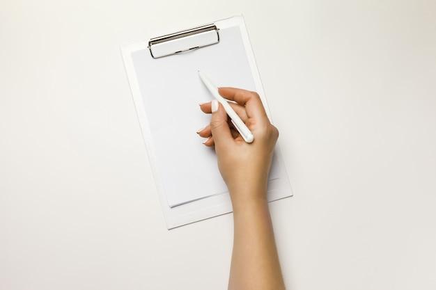 Прозрачный держатель документов макет шаблона удерживающей руки.