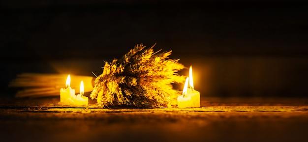 小麦と照明キャンドル