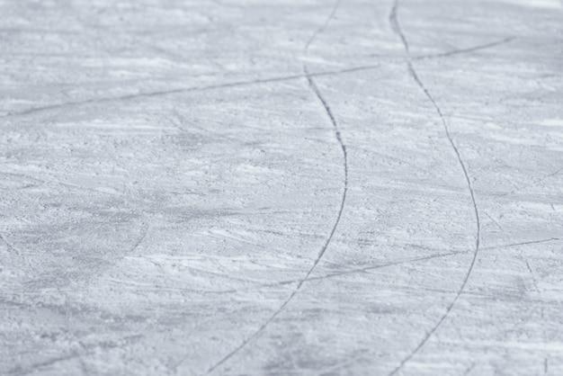 リンク上のスケートから氷の上の痕跡