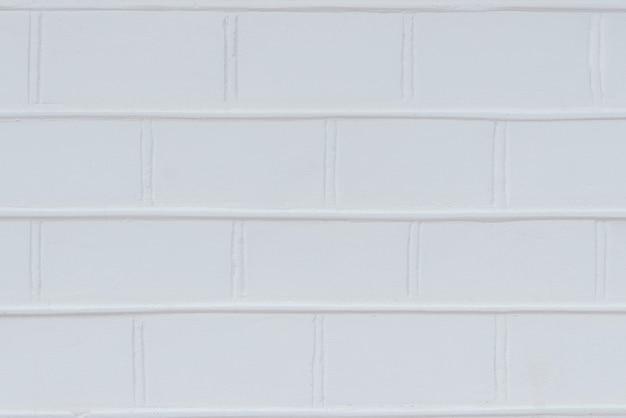 レンガの表面は白く塗られています