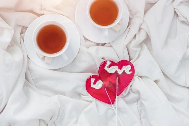 Завтрак в постель в день святого валентина