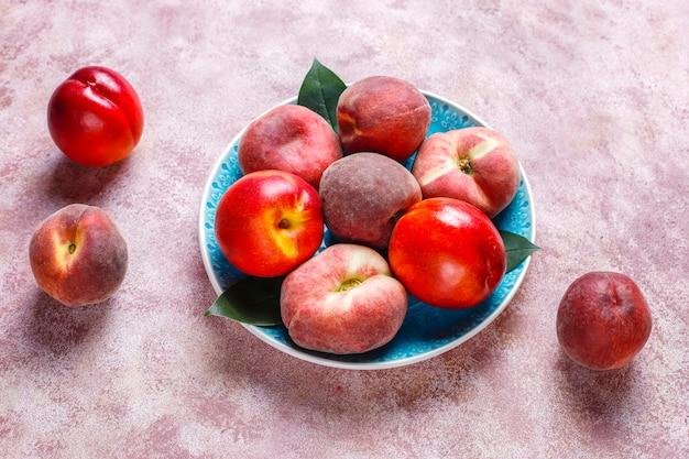 キッチンの夏の果物