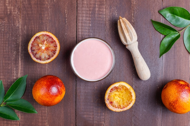 新鮮なブラッドオレンジのフルーツを使った自家製のおいしいブラッドオレンジの釉薬。
