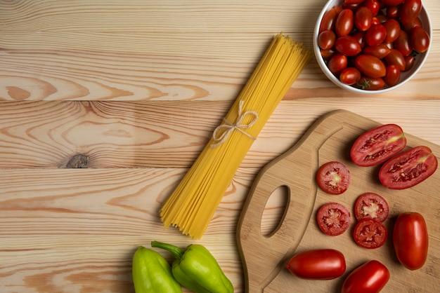 チリトマトとピーマンとパスタ