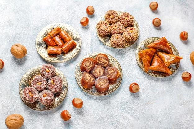 東部のお菓子、伝統的なトルコ料理、ナッツの盛り合わせ。