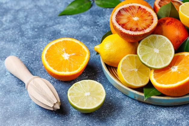 Ассорти из свежих цитрусовых фруктов