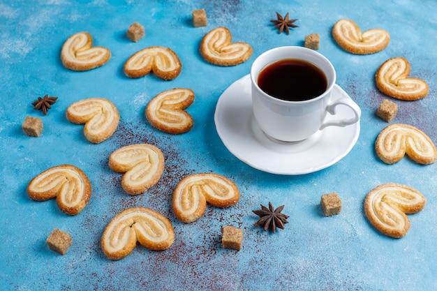 パルミエのパイ生地。砂糖、トップビューでおいしいフレンチパルミエクッキー。