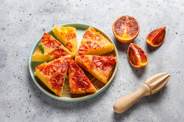 ブラッドオレンジとおいしいフランスのデザートのタルト