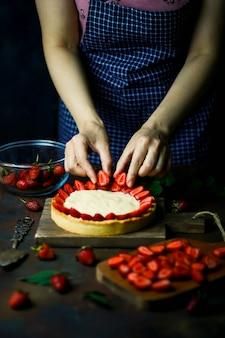 イチゴのタルトを作るプロセス