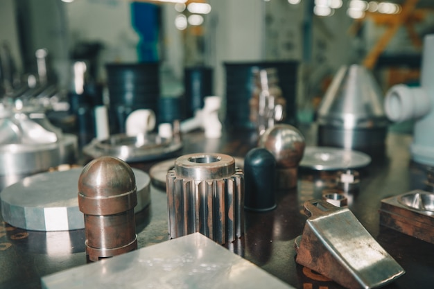 工場の機械用に製造された小さな機器と細部