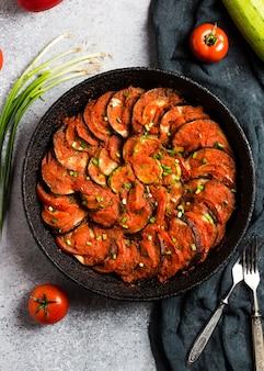 Рататуй французское прованское блюдо из овощей, кабачков, баклажанов, перца и помидоров