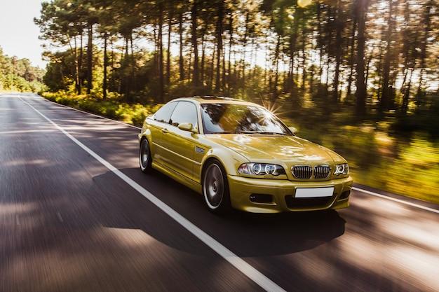 Зеленый хаки, цвет седан, вождение автомобиля по бездорожью.