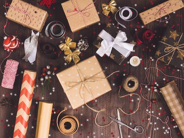 包装クリスマスのギフト用の箱の新年のクリスマスの包装の包装紙、
