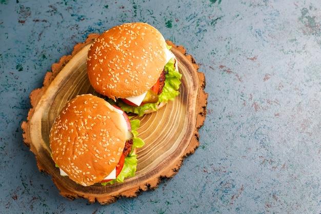 おいしい新鮮な自家製ハンバーガー